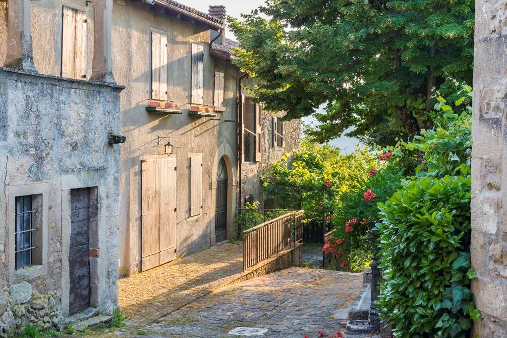 """Vialetto del borgo """"La Scola"""""""